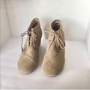 EUC Toms Tan Suade Booties/boots size 12